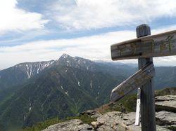 アサヨ山頂と北岳.jpg
