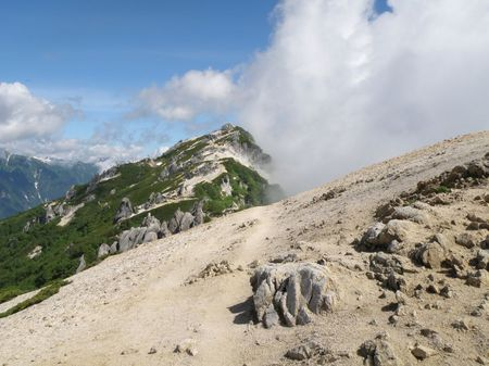 燕岳を望む.jpg