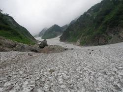 s-雪渓と落石.jpg
