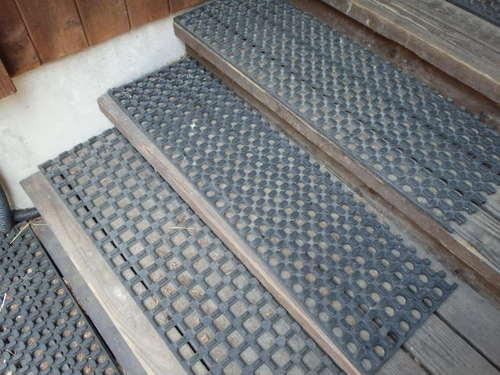 階段ゴムマット170520-02.JPG