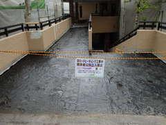 ①-1B入口アスファルト.JPG